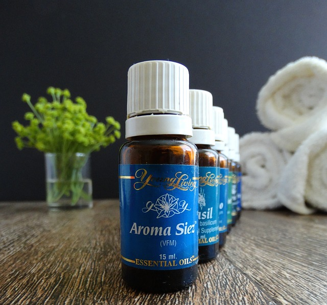 essential-oils-1539457_640